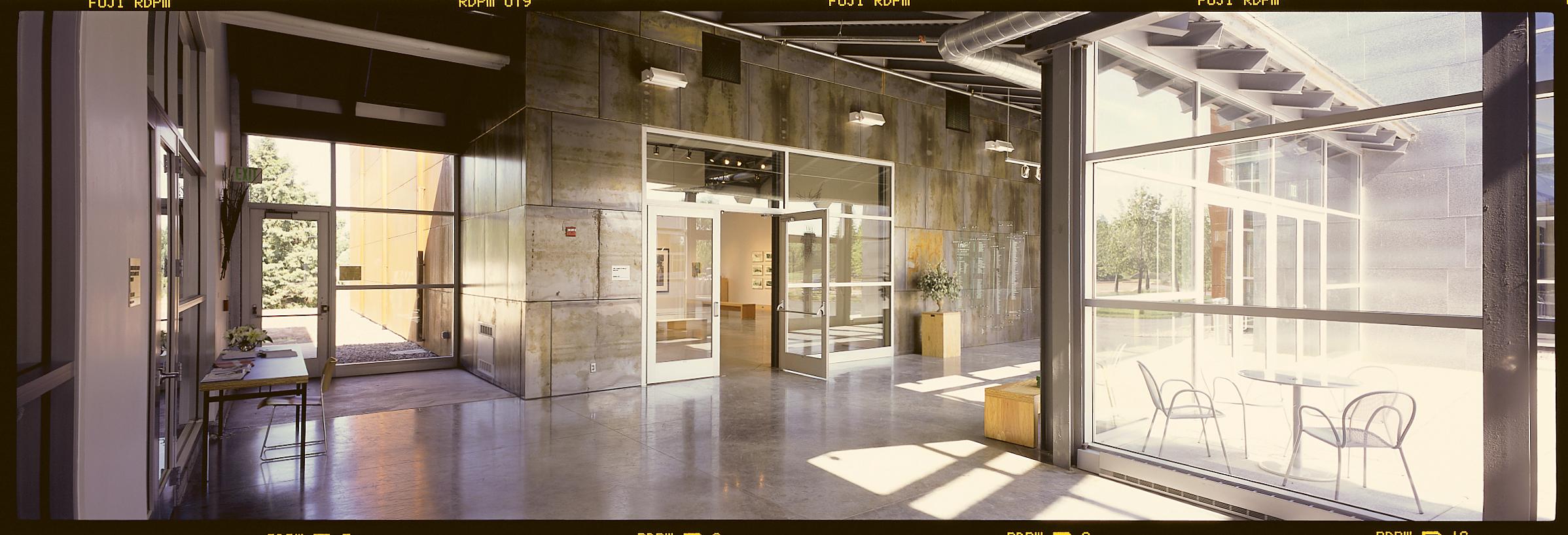 gallerydoor15